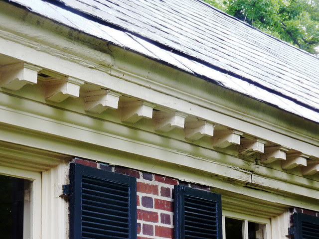 P1080874-2012-05-29-Pringle-and-Smith-home-834-Lullwater-1928-Slate-Gutter-Dentil
