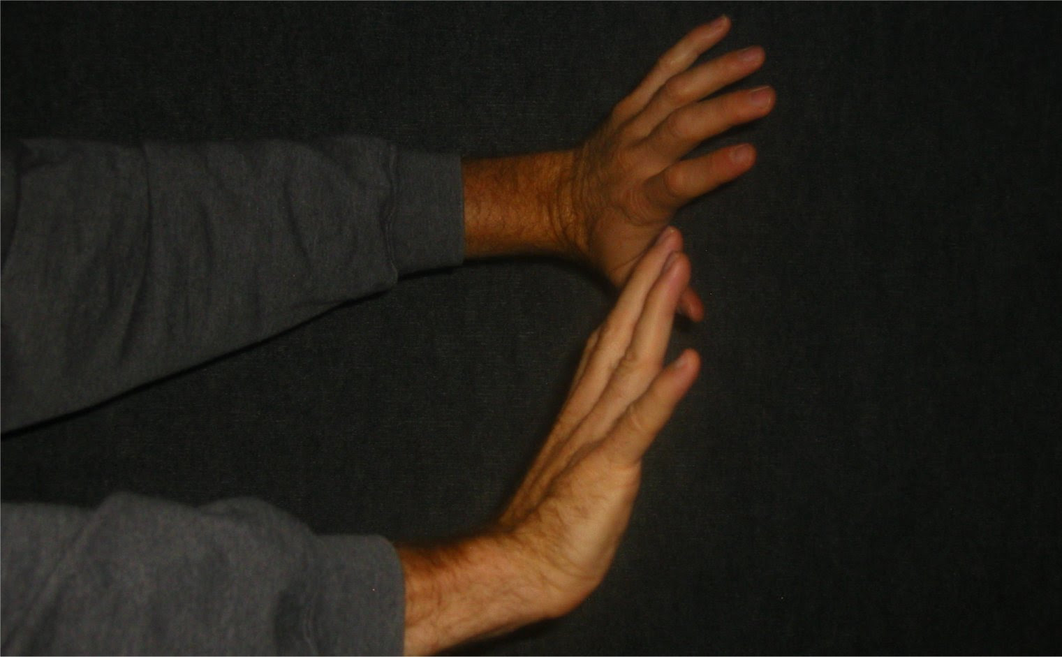 Shoving hangs against a grey background - soul-amp.com