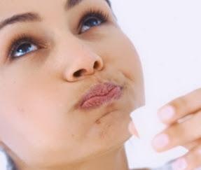 Лечение дёсен в домашних условиях с помощью медикаментов и травяных отваров.