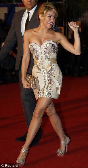 Dupla honra: Shakira brilhou um pouco de carne para as atividades da noite depois de seu ensemble juvenil no início do dia