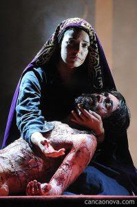 Jesus Cristo dá um novo sentido para a pobreza e para o sofrimento.