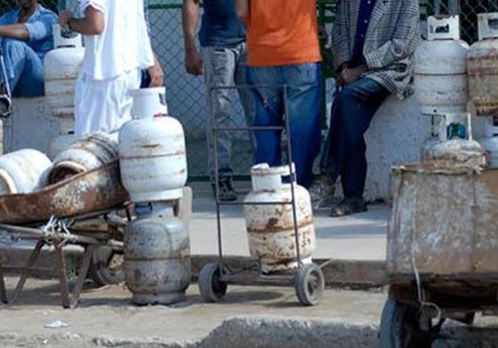 Eliminaron la venta de gas para más tarde venderlo a precios muy elevados (foto del autor)