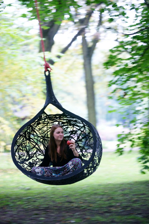 Exclusive Hanging Chair For Your Garden | DigsDigs