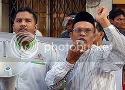 Image from Malaysiakini, hosting by Photobucket