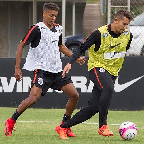 Jogadores do Corinthians em treino para pegar o Red Bull 4f52b99069