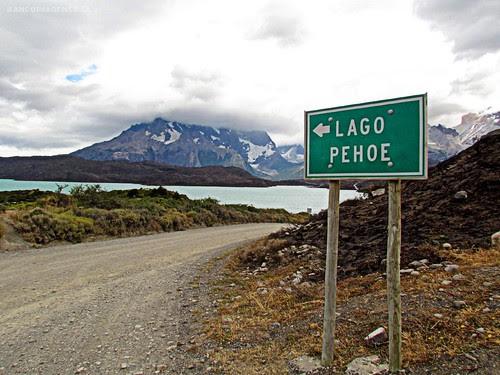 LAGO PEHOÉ | TORRES DEL PAINE by Pablo C.M || BANCOIMAGENES.CL