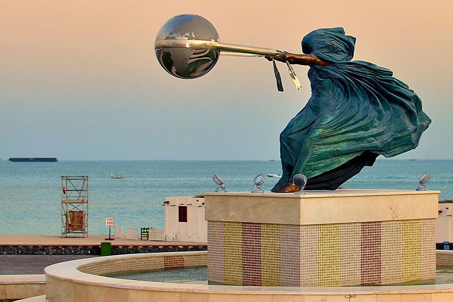 madre-naturaleza-fuerza-escultura-lorenzo-quinn-7