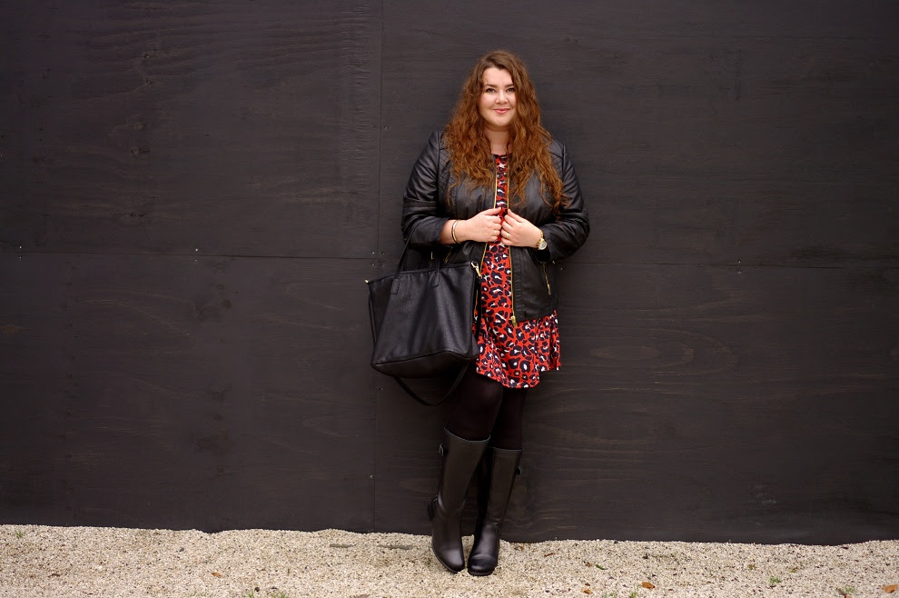 Große Größen Plus Size Fashion Blog happy size asos curve red panther dress jj footwear