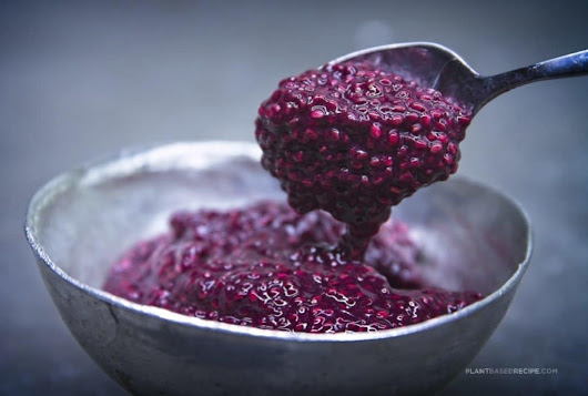 Chia seed grape jam (Raw, vegan, low sugar)