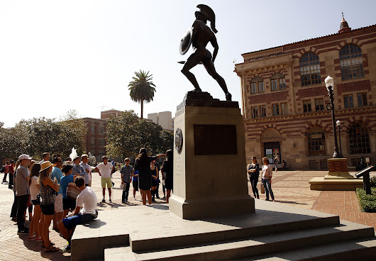 USC faculty moves ahead with union election plan, despite warning of increased hostility