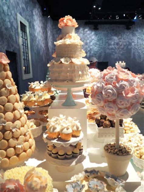 OMG! Luxury wedding cake in The UAE   Wedding Dress
