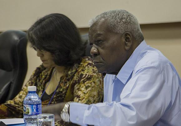 Esteban Lazo, presidente de la Asamblea Nacional, en la Comisión de Atención de los Servicios. Foto: Ismael Francisco/Cubadebate.
