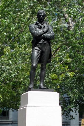 Montréal - Downtown Montréal: Square Dorchester - Robert Burns Memorial