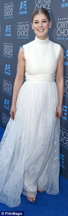 http://i.dailymail.co.uk/i/pix/2015/01/16/24BD08F800000578-2912572-The_Brits_are_coming_Rosamund_Pike_looked_elegant_in_a_flowing_w-a-20_1421400829674.jpg
