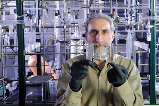 Engineered bacterium inhales carbon dioxide and hydrogen and excretes fuel alcohols