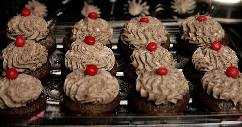 chocolate cuppies w/cookies & cream cheese frosting