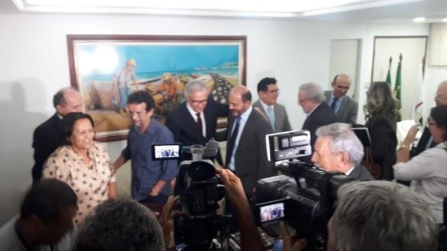 """A governadora eleita Fátima Bezerra (PT) se reuniu com a presidência do Tribunal de Justiça do Rio Grande do Norte nesta segunda-feira (19), e disse que crise financeira """"não é só do Poder Executivo, é do Estado""""."""