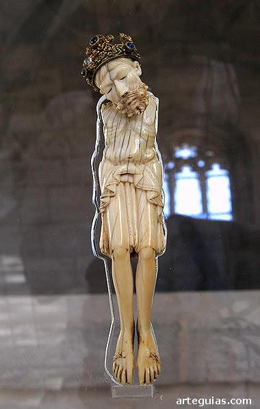Crucifijo de marfil originario del Monasterio de San Juan de Ortega