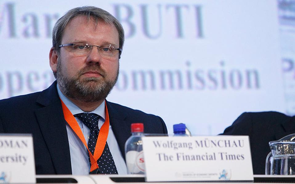 Βόλφγκανγκ Μίνχαου: «Για φέτος τουλάχιστον, δεν τίθεται θέμα Grexit. Αλλά το πρόβλημα δεν έχει λυθεί».