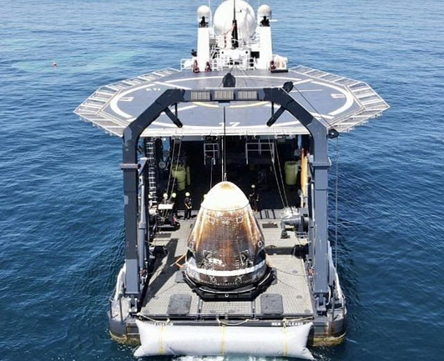Aug02-2020-CrewDragon-splashdown1b