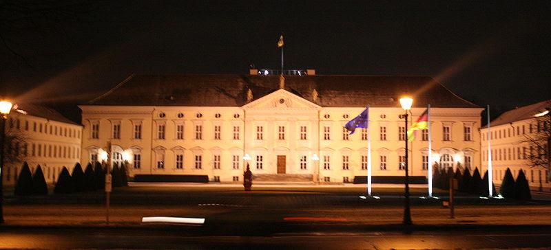 Archivo: Schloß-bellevue.night.II.JPG