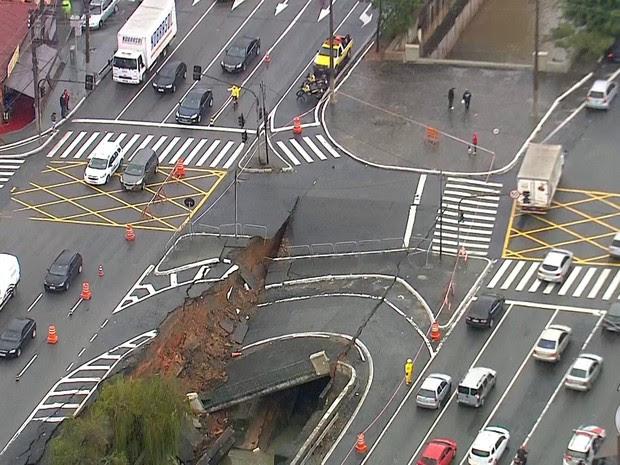 Cratera se abre na Saúde  (Foto: Reprodução/TV Globo)