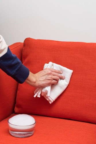 Các cách làm sạch ghế sofa chuẩn bị đón Tết - Ảnh 6.