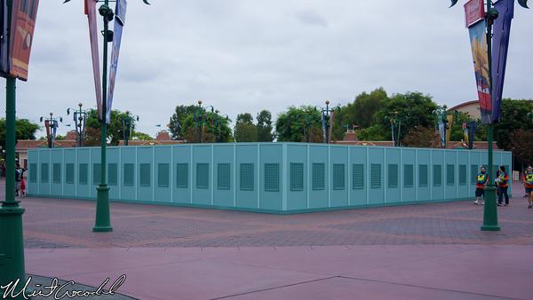 Disneyland Resort, Main Entrance Plaza, Esplanade