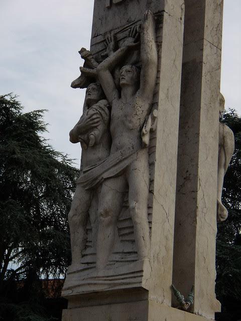 Fontana della Riconoscenza dettagli nord