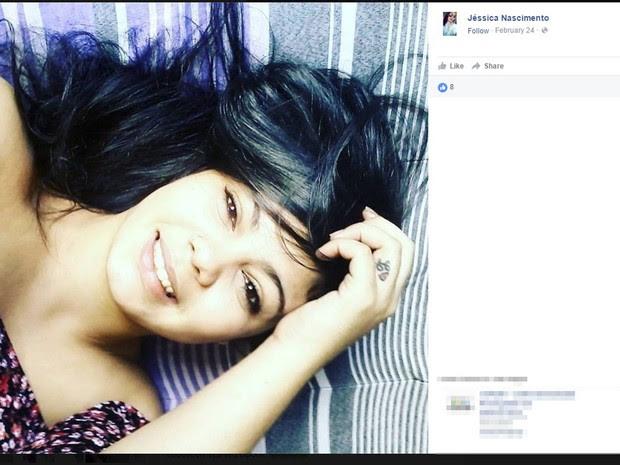 Jovem foi espancada por namorado dentro de casa, segundo polícia. (Foto: Reprodução/ Facebook)