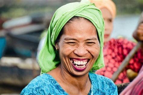 kamu  tertawa  melihat  momen  indonesia