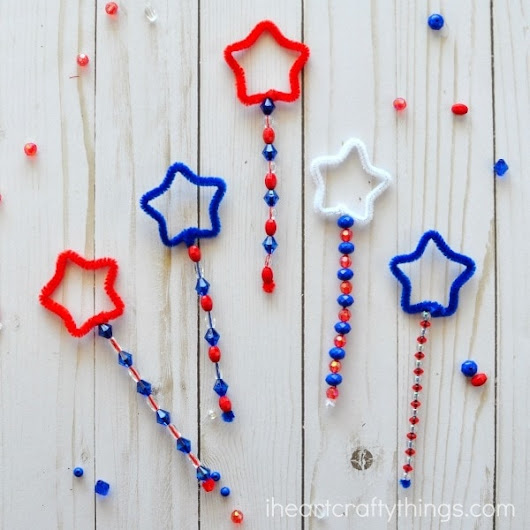Patriotic DIY Bubble Wands | I Heart Crafty Things
