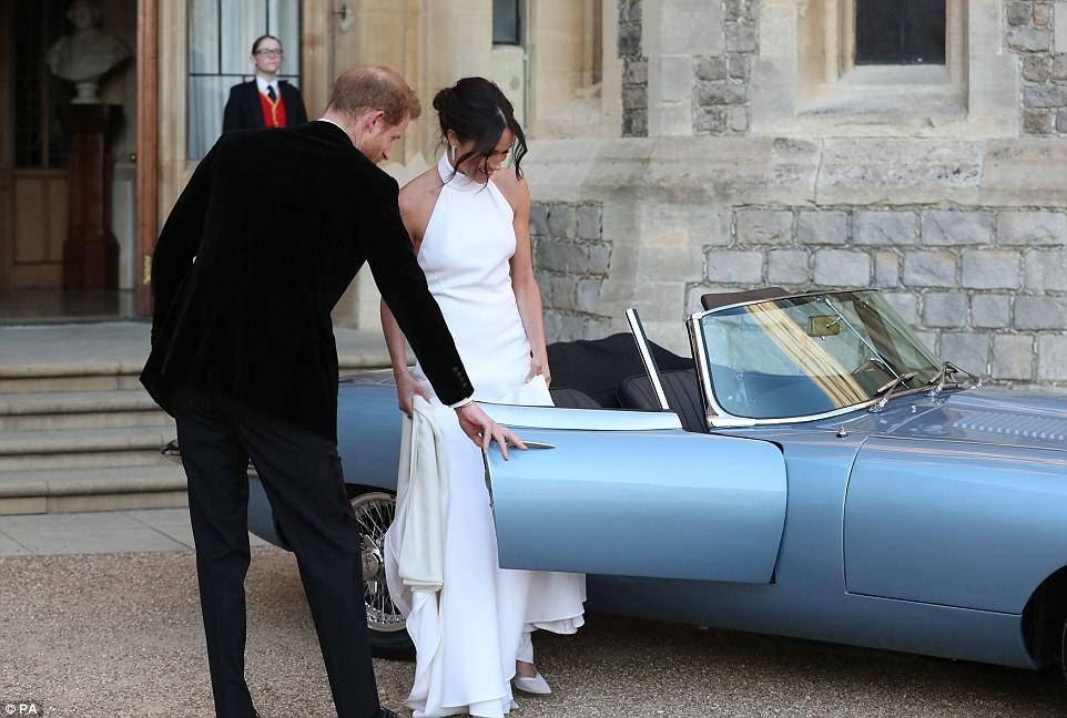 Meghan se veía impresionante con un vestido de noche diseñado por Stella McCartney con un vestido de cuello alto