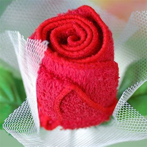 Rose towel favor, rose shaped folded towel favors