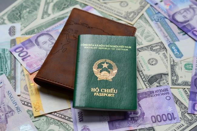 perierga.gr - Τι συμβολίζουν τα 4 χρώματα των διαβατηρίων;