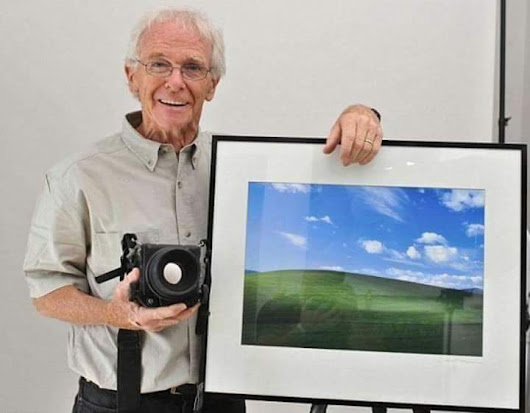 Chuck O'Rear with his famous photograph. • r/pics