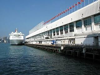 大家又可知道,本來香港也會有一座建於維港海旁的巨型摩天輪呢?這座摩天輪的選址就是位於尖沙咀的海運大廈。 (圖片:WiNG@Wikimedia)