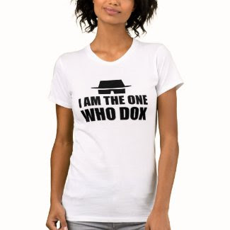 I am the one who dox - Women's T-Shirts