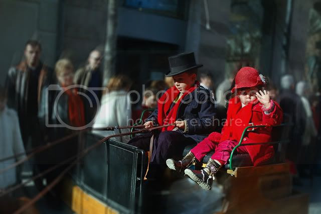 Children Photography: Tres Tombs Parade, Sant Andreu, Barcelona, Spain [enlarge]