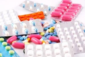 Médicos tendem a prescrever remédios com nome comercial quando recebem amostras mesmo que existam medicamentos genéricos idênticos