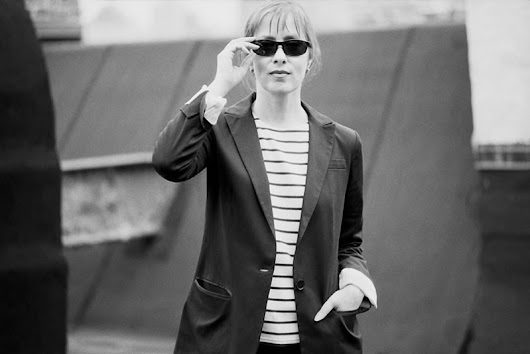 Gig Reviews | Gig Photography | Interviews | Competitions from Gig Junkies  » Blog Archive   » Suzanne Vega Returns to the UK with Her 'Never Wear White Tour'