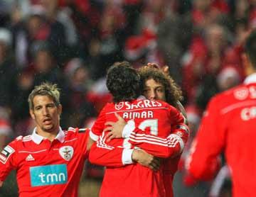 Aimar e David Luiz festejam (SLB-R.Ave): Lusa