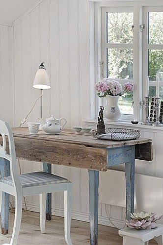 One of my wishes, a home with lots of blue and wood pieces!