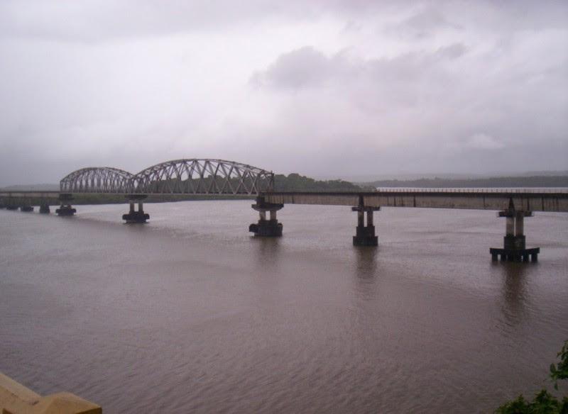 Konkan Railway bridge, Zuari ...