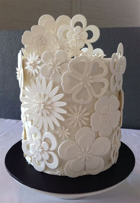 1000  ideas about Royal Icing Flowers on Pinterest   Icing