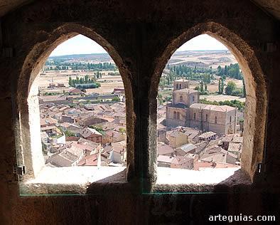 Vista de Peñaranda desde uno de los ventanales de la torre del homenaje del castillo