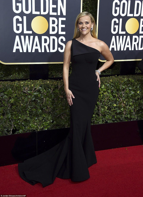 Sorriso de milhões de dólares!  A atriz Reese Witherspoon, do Big Little Lies, ficou atônita em seu vestido de sereia de um ombro por Zac Posen