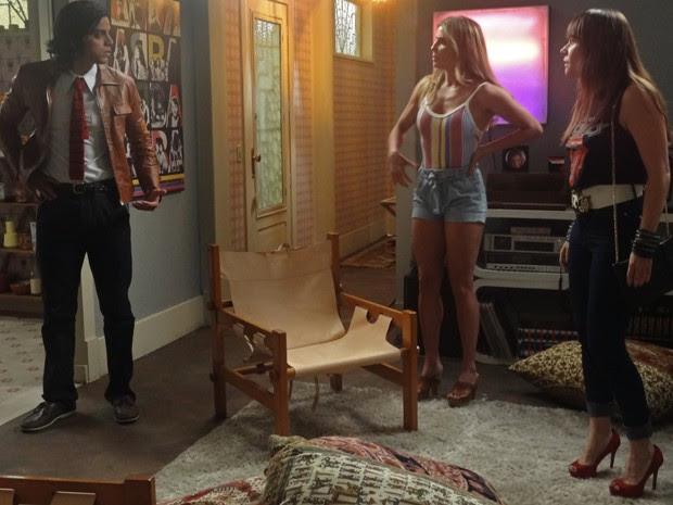 Susana diz para Beto que Rodrigo é filho de Fernando (Foto: Angélica Bastos/Gshow)