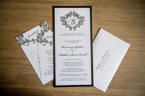 What's the average cost of wedding invitations?