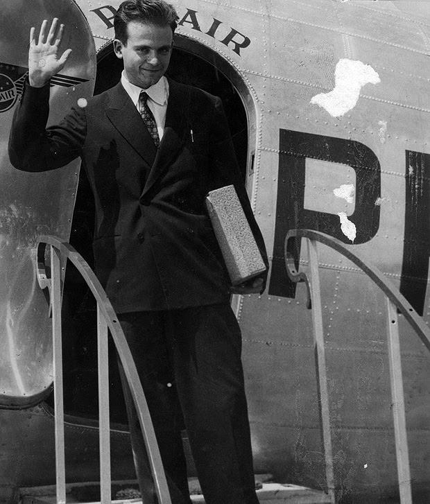 O físico César Lattes em 1948, ao regressar de temporada em Berkeley
